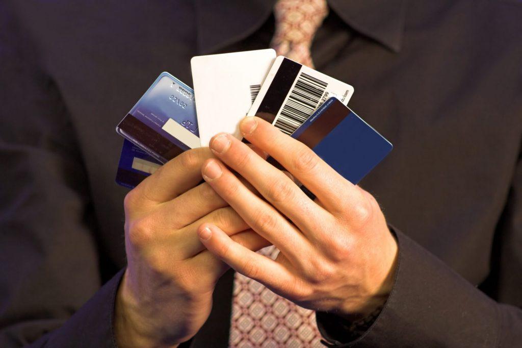Зачем нужны пластиковые карты и программа лояльности?